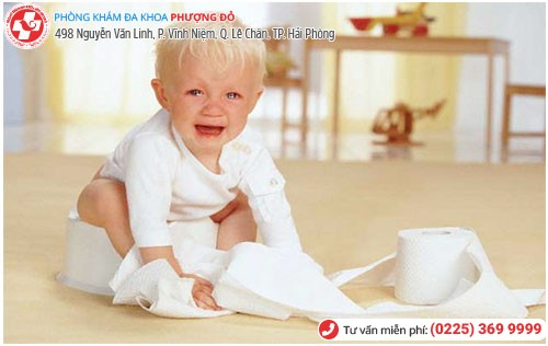 Trẻ sơ sinh bị táo bón có biểu hiện quấy khóc