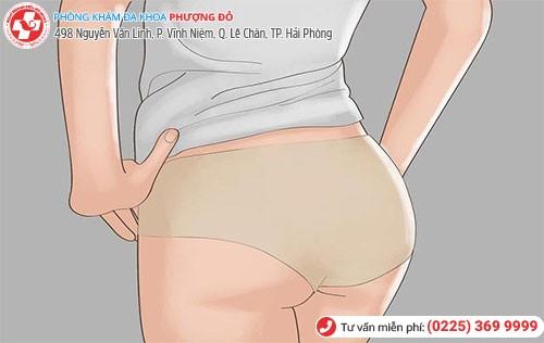 Mặc quần lót quá chật là nguyên nhân vùng kín bốc mùi