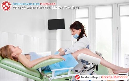 Sau khi thăm khám bác sĩ sẽ đưa ra phương pháp chữa polyp tử cung tùy theo tình trạng