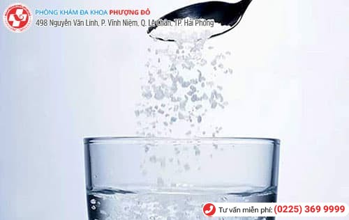 dùng nước muối rửa vùng kín