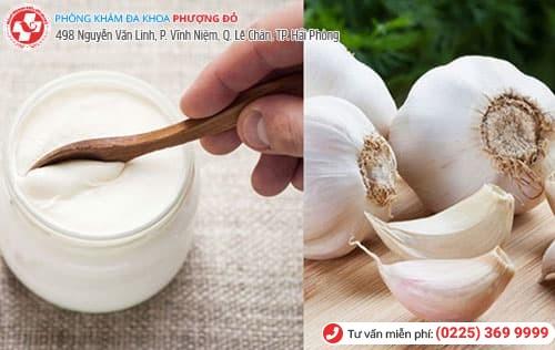 kết hợp sữa chua và tỏi chữa ngứa vùng kín